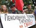 Продолжается акция протеста инвалидов - чернобыльцев возле Кабмина, переросшая вчера в драку с милицией.